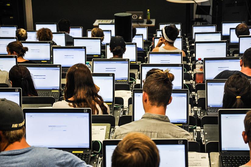 Aufnahmetests gibt es ab Ende August für AnwärterInnen auf die Studien Psychologie, Molekularbiologie, Biologie und Pharmazeutische Wissenschaften. Foto: Uni Graz/Tzivanopoulos