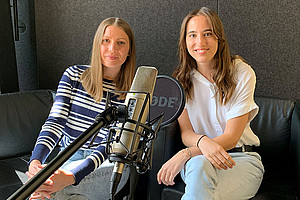 Sonja Babic and Astrid Mairitsch are the newest guests in our podcast studio. They describe their research findings on teacher well-being. Photo: Uni Graz/Leljak.