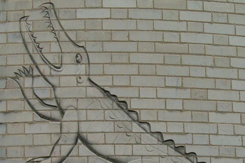 Das Bild eines Krokodils am Cavendish Laboratory in Cambridge erinnert an Ernest Rutherford. (Foto: wikipedia)