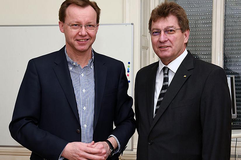 Freuen sich über die Förderung des Projekts GEOCLIM: Wegener-Center-Leiter Gottfried Kirchengast (l.) und Vizerektor Peter Scherrer. Fotos: Uni Graz/Pichler