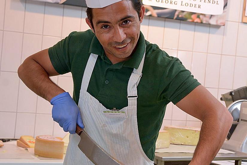 Omar Owied ist aus Syrien geflüchtet. Bei den ersten Schritten am Arbeitsmarkt hat ihn ein Netzwerk von Freiwilligen unterstützt. Foto: Uni Graz/cp-pictures