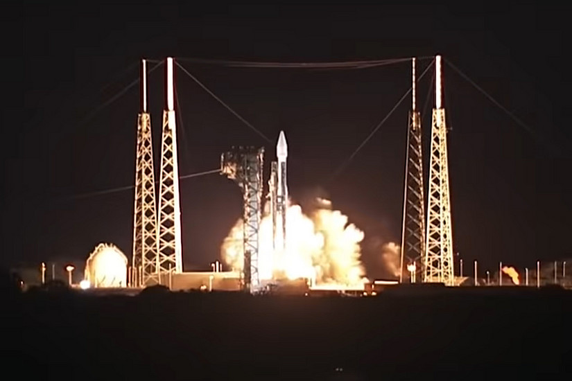 """Erfolgreicher Raketenstart: Die Raumsonde """"Solar Orbiter"""" hebt von Cape Canaveral ab. Foto: ESA"""