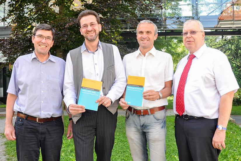 Fassen die Themen zu einem Buch zusammen: Walter Schaupp, Hans-Walter Ruckenbauer,  Johann Platzer sowie der Mediziner Wolfgang Kröll. Foto: Uni Graz/Tzivanopoulos