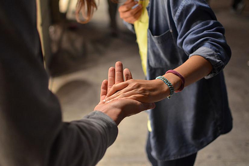 Ein neuer Lehrgang für sozialpsychiatrische Begleitung startet. Foto: Remi Walle/Unsplash.