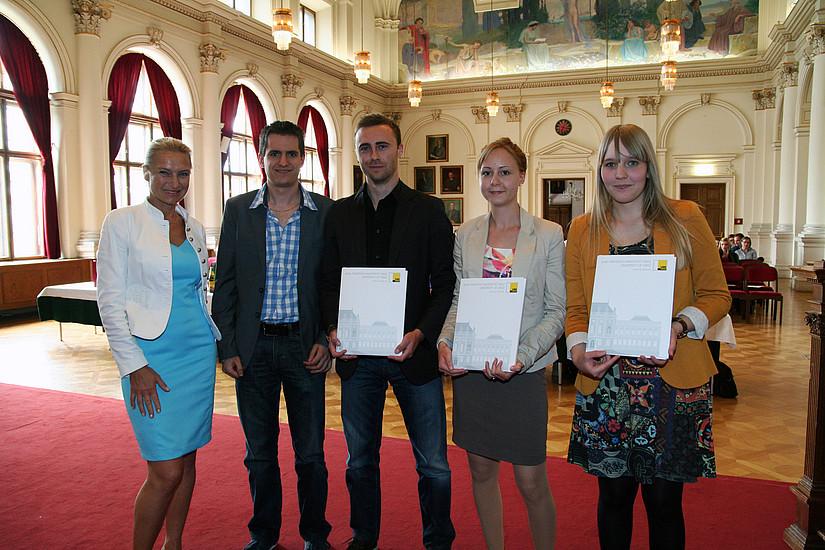 """Platz 1 für """"PZP – Screambox"""". Mag. Dagmar Eigner-Stengg übergab den von der Steiermärkischen Sparkasse gesponserten Preis: die Teilnahme an der """"GO! Gründer Akademie"""" 2013"""