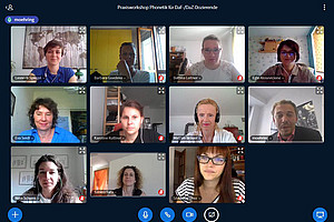 Gingen gemeinsam der deutschen Phonetik auf den Grund: Trainerin Leonore Spiegel und die Workshop-TeilnehmerInnen. Screenshot: Spiegel.