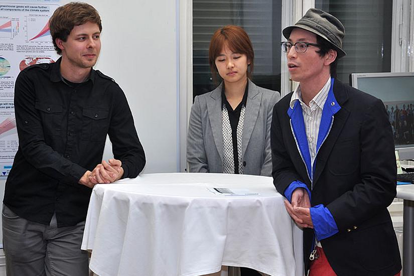 Studierende im DK: Matthias Damert, Sungmin O, Kian Mintz-Woo (v.l.). Für weitere Fotos auf Bild und Rechtspfeil klicken ...