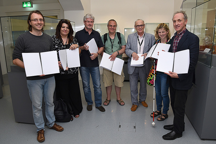 Schicker (UniGraz@Museum), Leotsakou (Präsidentin ICEVI), Reisinger (Leiter der Universitätsmuseen), Haberer (Odilien-Institut Graz), Gaicher (Studentin an der Uni Graz) und Stangl (Kustos UniGraz@Museum)