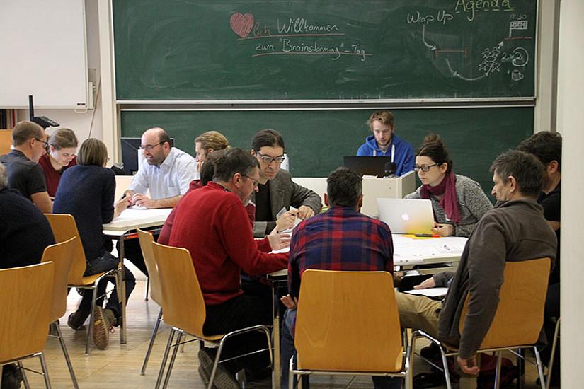 Permafrost und Naturgefahren in heimischen Hochgebirgen: Die TeilnehmerInnen des Workshops diskutierten mögliche Strategien für ein Langzeitmonitoring in Österreich. Fotos (2): Kellerer-Pirklbauer.