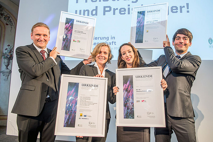 Elisabeth Staudegger (2. von links) und Josef Schöggl (ganz rechts) von der Universität Graz konnten sich mit Gernot Müller-Putz und Johanna Pirker von der TU Graz über den Steirischen Wissenschaftspreis 2019 freuen. © Foto Fischer