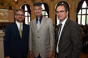 Kooperation: IV-Geschäftsführer Krautzer, TU-Rektor Kainz und Vizerektor Riedler (v.l.). Foto: Uni Graz/Schweiger