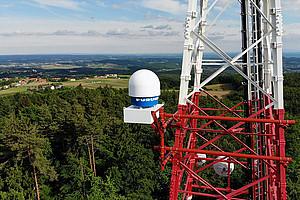 Das Wetterradar für das WegenerNet wurde am ORF-Sendemast auf dem Stradnerkogel  installiert. Es dient der Beobachtung von Regen, Hagel und Windturbulenzen bei Niederschlagsereignissen. Foto: Uni Graz/Robert Galovic