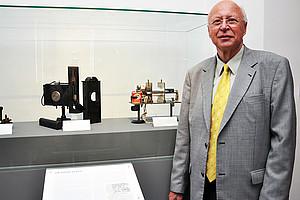Physiker Franz Aussenegg baute 1964 den ersten Laser in der Steiermark. Die Pionierleistung ist UniGraz@Museum zu bestaunen. im Foto: Uni Graz/Schweiger