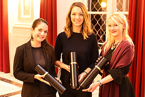 Isabella Steyer, Katharina Kreuzer und Kerstin Stromberger wurden für ihre hervorragenden Abschlussarbeiten geehrt. Foto: Uni Graz/Tzivanopoulos