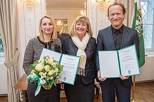 Die PreisträgerInnen Heidrun Zettelbauer, Rektorin Christa Neuper und Ulrich Hohenester. Foto: Foto Fischer.