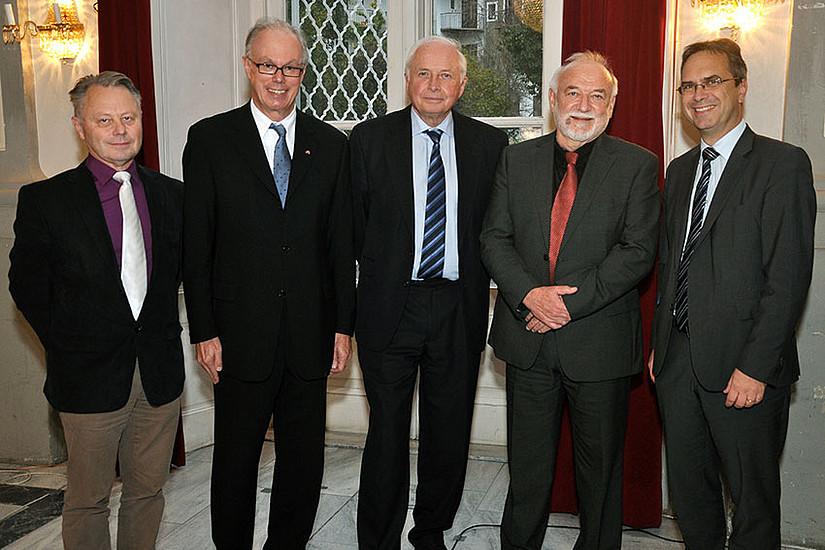 Heinz D. Kurz (2.v.r.) mit den Kollegen Karl Farmer und Richard Sturn, der die Veranstaltung moderierte, Stan Metcalfe von der University of Manchester und Vizerektor Peter Riedler (v.l.)