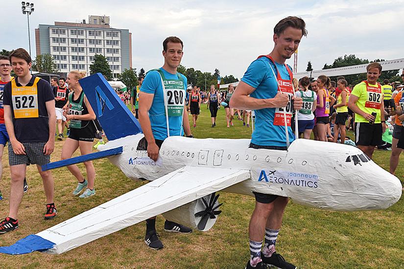 Auch eine Flugstaffel der FH Joanneum ging beim Kleeblattlauf an den Start. Fotos: Uni Graz/Pichler