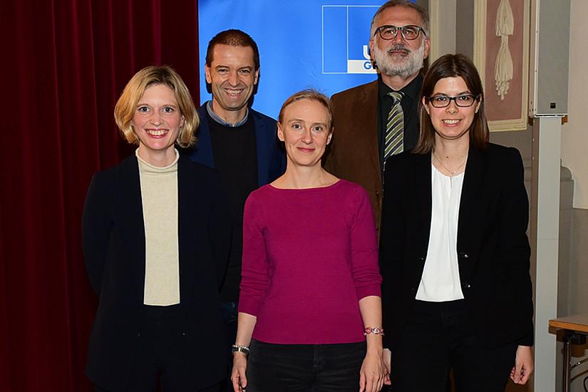 Vizerektor Christof Gattringer und GEWI-Dekan Michael Walter (v.l.) mit den drei Vortragenden Katharina Felka, Anouschka Foltz und Chiara Zuanni (v.l.). Foto: Uni Graz/Leljak.