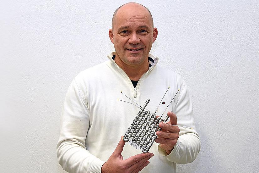 C. Oliver Kappe forschte an der Entwicklung eines neuartigen Flow-Reaktors, der von der Firma Anton Paar im 3D-Druck produziert wurde. Foto: Uni Graz/Pichler