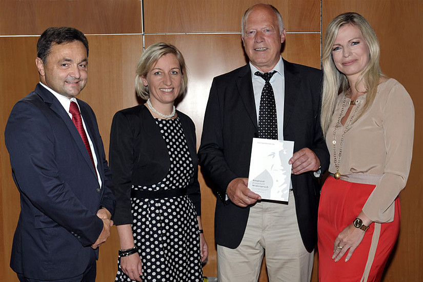 Rektor a.D. Alfred Gutschelhofer, Landesrätin Kristina Edlinger-Ploder, Prof. Werner Lenz und ORF-Moderatorin Claudia Reiterer (v.l.)