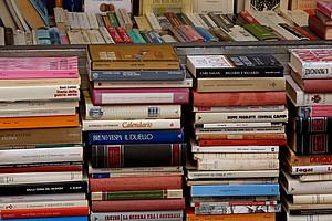 Bücher, Bücher, Bücher: Beim Flohmarkt von Books4life