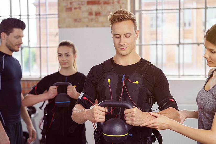 Neu im Uni for Life-Programm: Die Ausbildung zum/zur zertifizierten EMS-TrainerIn. Foto: Adobestock.