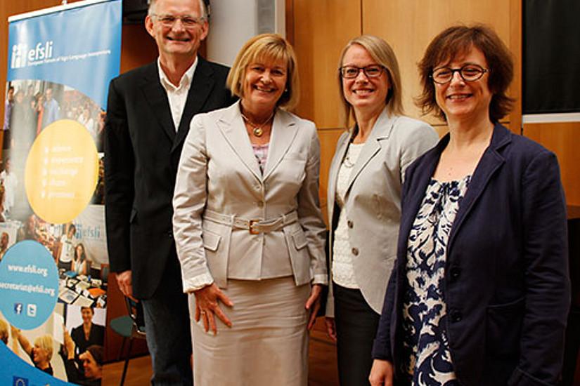 GEWI-Vizedekan Lukas Meyer, Rektorin Christa Neuper, Hanna Risku und Dr. Nadja Grbic vom ITAT