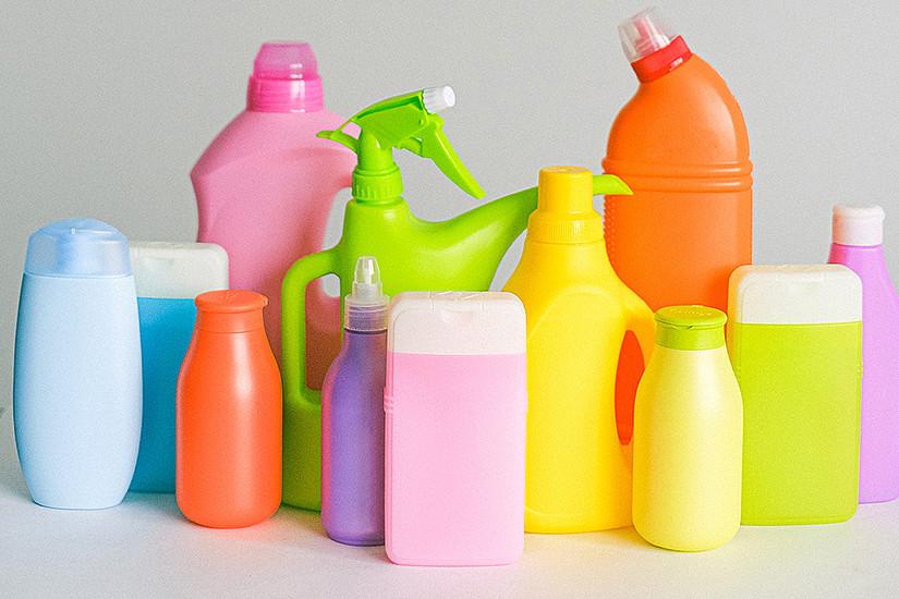 ForscherInnen der Universität Graz zeigen Wege auf, wie man Plastik als Rohstoff besser recyceln und effizienter nutzen kann. Foto: Anna Shvets von Pexels
