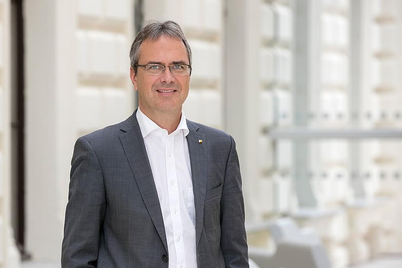 """Peter Riedler: """"Wir müssen die Universität Graz noch stärker international als attraktive Arbeitgeberin positionieren, um die besten Köpfe in die Steiermark zu bekommen."""" Foto: Uni Graz/Eisenberger"""