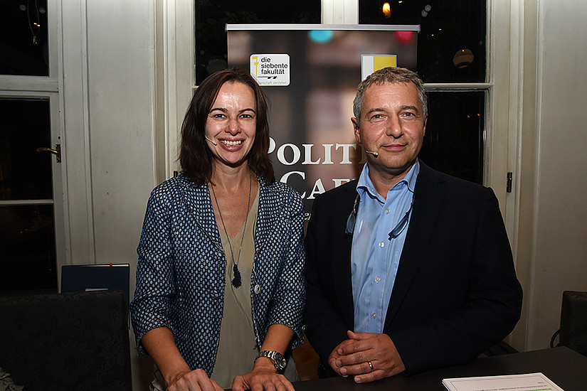 Markus Steppan begrüßte Ministerin Sophie Karmasin im Politik Café. Foto: Uni Graz/Schweiger