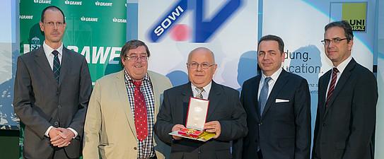 Verleihung des Ehrenzeichens der Fakultät an Univ.-Prof. Dr. Henryk Gurgul