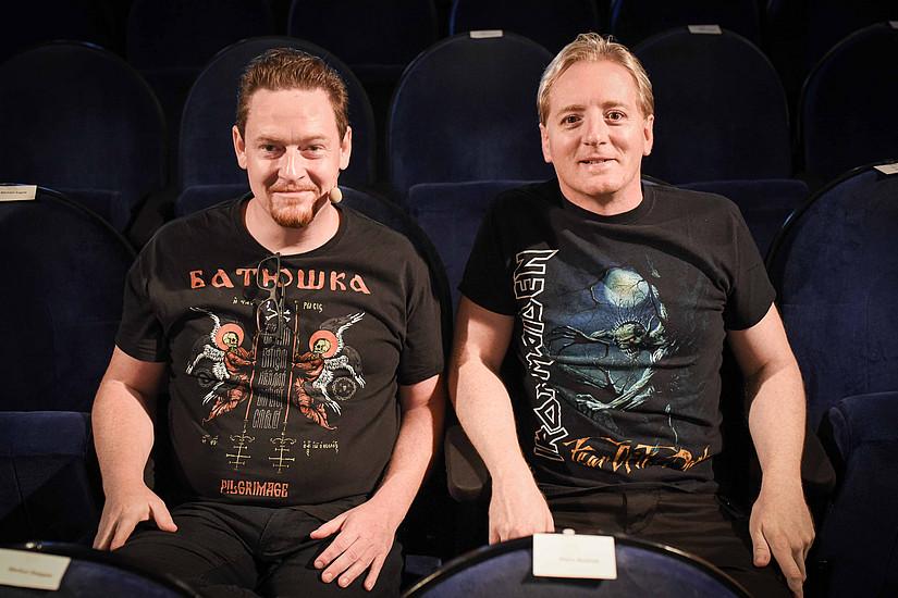 Peter Pichler (links) war diesmal zu Gast bei Fritz Treiber im Science & Cinema. Gesprächsstoff hatten die beiden Metal-Fans ausreichend, sie brachten mit Charme und Witz dem Publikum die Geschichte der Schwermetall-Musik näher. Foto: Uni Graz/Tzivanopoulos