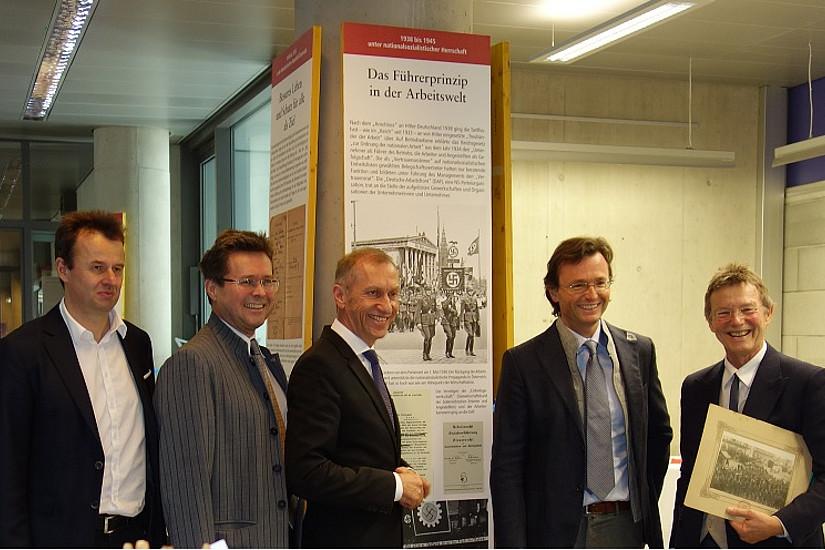 Bei der Eröffung der Ausstellung: Werner Anzenberger, Martin Polaschek, Josef Pesserl, Johannes Zollner, Günther Löschnigg (v.l., Foto: Uni Graz)