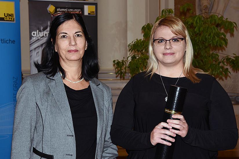 ... und Tanja Gerlza (3. Preis). Den 1. Preis erhielt Elisavet Georgopoulou, die ihre Auszeichnung nicht persönlich entgegennehmen konnte.