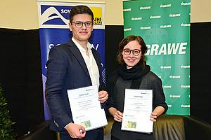 Manuel Gruber, Erster, und Anna Klieber, Dritte im SOWI-Ranking. Der zweitplatzierte Philipp Ulbing war bei der Prämierung verhindert. Foto: Uni Graz/Pichler