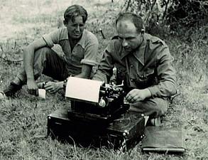 Dolmetscher Salomon bei der Arbeit mit der Schreibmaschine. Aragón 1938
