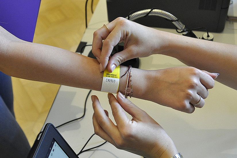 Einchecken zum Test: QR-Codes erleichtern die Durchführung. Fotos: Uni Graz/Schweiger