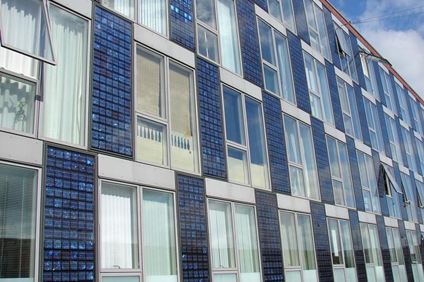 Grundlagenforschung an der Uni Graz: Die Verbesserung organischer Halbleiter revolutioniert auch die Technik von Fotovoltaik-Anlagen. Foto: C. Nöhren /pixelio.de
