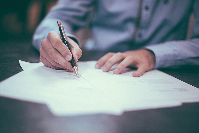 In schriftlichen Beweisstücken sind Spuren, an die sich die LinguistInnen heften. Foto: pixabay.com