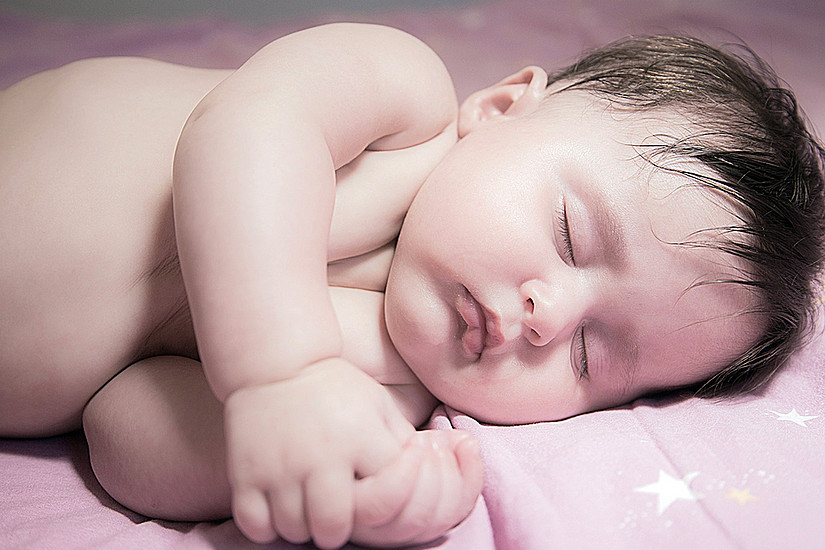 Gesunde Babys durch weniger Sitzen: Studie der Uni Graz zeigt, wie neonatales Übergewicht vermieden werden kann. Foto: Pixabay