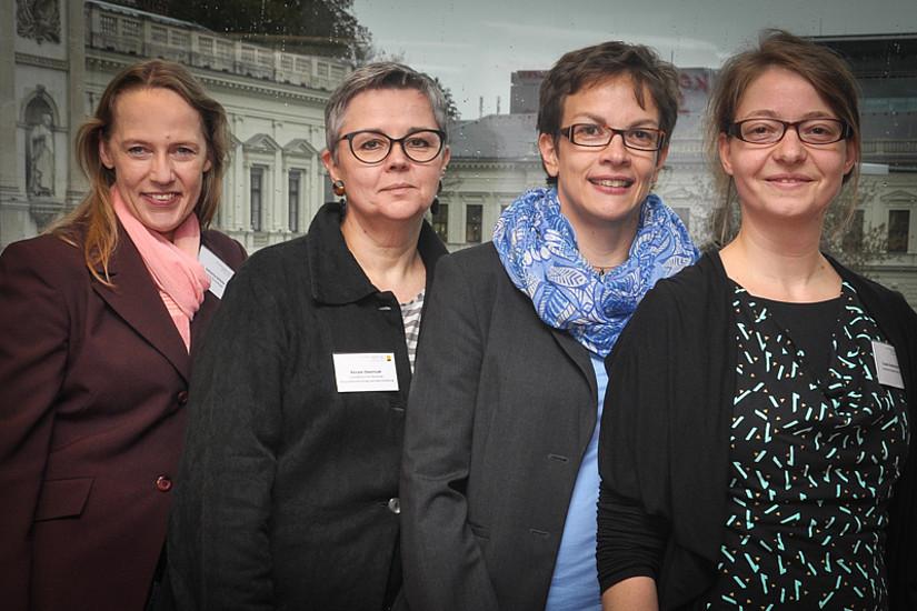 Katharina Scherke, Vizerektorin Renate Dworczak, Susanna Finker und Claudia Gerdenitsch eröffneten die Forschungsstelle Altern(n). Foto Uni: Graz/Pichler