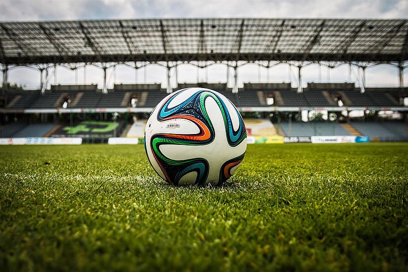 Wie wird in Zukunft beim Fußball entschieden? Beim Wissensdurst am 10. Dezember geht es um den Videobeweis im Sport. Foto: Pexels.com