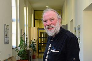 Umweltchemiker Jörg Feldmann verfolgt die Spuren toxischer Elemente in Lebensmittel und in der Natur. Foto: Uni Graz/Schweiger