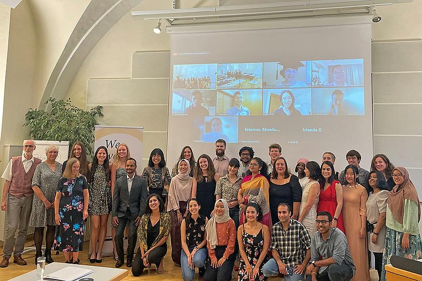 Doppelt nachhaltig: Rund 30 internationale Studierende trafen sich teils vor Ort, teils virtuell, um Konzepte für eine erfolgreiche Kreislaufwirtschaft zu erarbeiten. Foto: Uni Graz/Krawagna