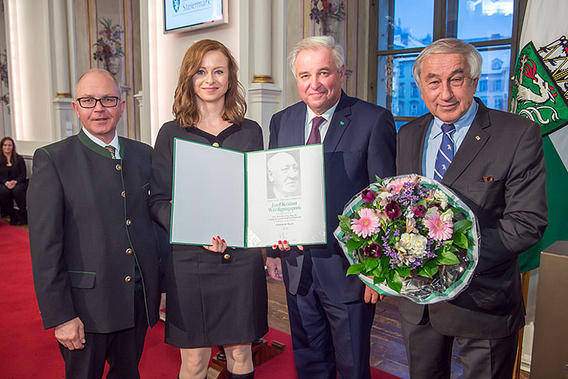 Claudia Haagen-Schützenhöfer mit Michael Krainer, LH Hermann Schützenhöfer und Gerald Schöpfer, Obmann Josef Krainer-Gedenkwerk (v.l.). Fotos: © steiermark.at/Fischer