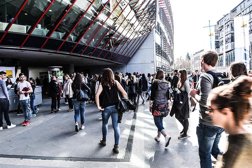 Voller Campus am Tag der Offenen Tür. Foto: Uni Graz/Tzivanopoulos