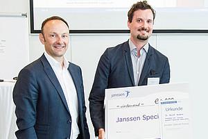Wolfgang Tüchler, Geschäftsführer Janssen Österreich, mit dem Preisträger des Janssen Special Awards 2018 Gernot Grabner. Foto: Arman Rastegar