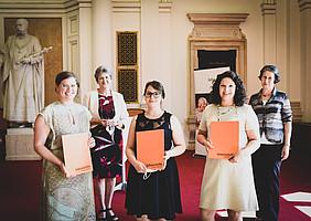 Foto Copyright Uni Graz-Tzivanoupolos - Preisträgerinnen des Lebenshilfe Preises mit Ehrenpräsdentin Ursula Vennemann und Univ.-Prof. Barbara Gasteiger-Klicpera