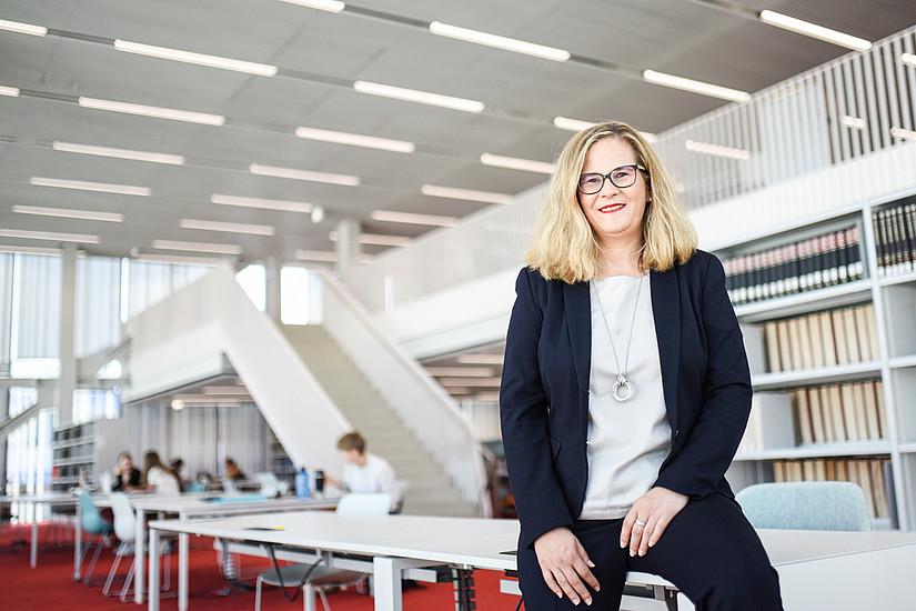 Von Wien nach Graz: Die Oberösterreicherin Pamela Stückler ist die neue Leiterin der größten steirischen Bibliothek. Foto: Uni Graz/Tzivanopoulos