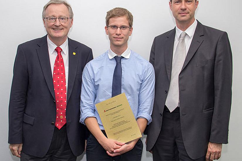 Rudolf Bauer, Marin Hedenig und Dr. Fritz Gamerith, Geschäftsführer der Rottapharm/Madaus GmbH Wien. Foto: Madaus.
